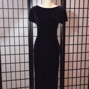 Donna Long Black Velvet Dress